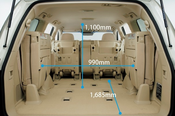 carlineup_landcruiser_interior_indoor_space_4_11_pc
